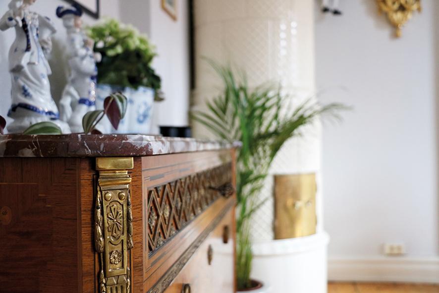 Det mesta av Sofias inredning går i gustaviansk stil, men här finns även andra tidsepoker representerade.