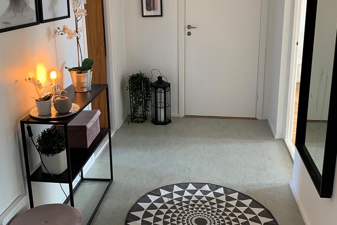 Hallen i Annas lägenhet.