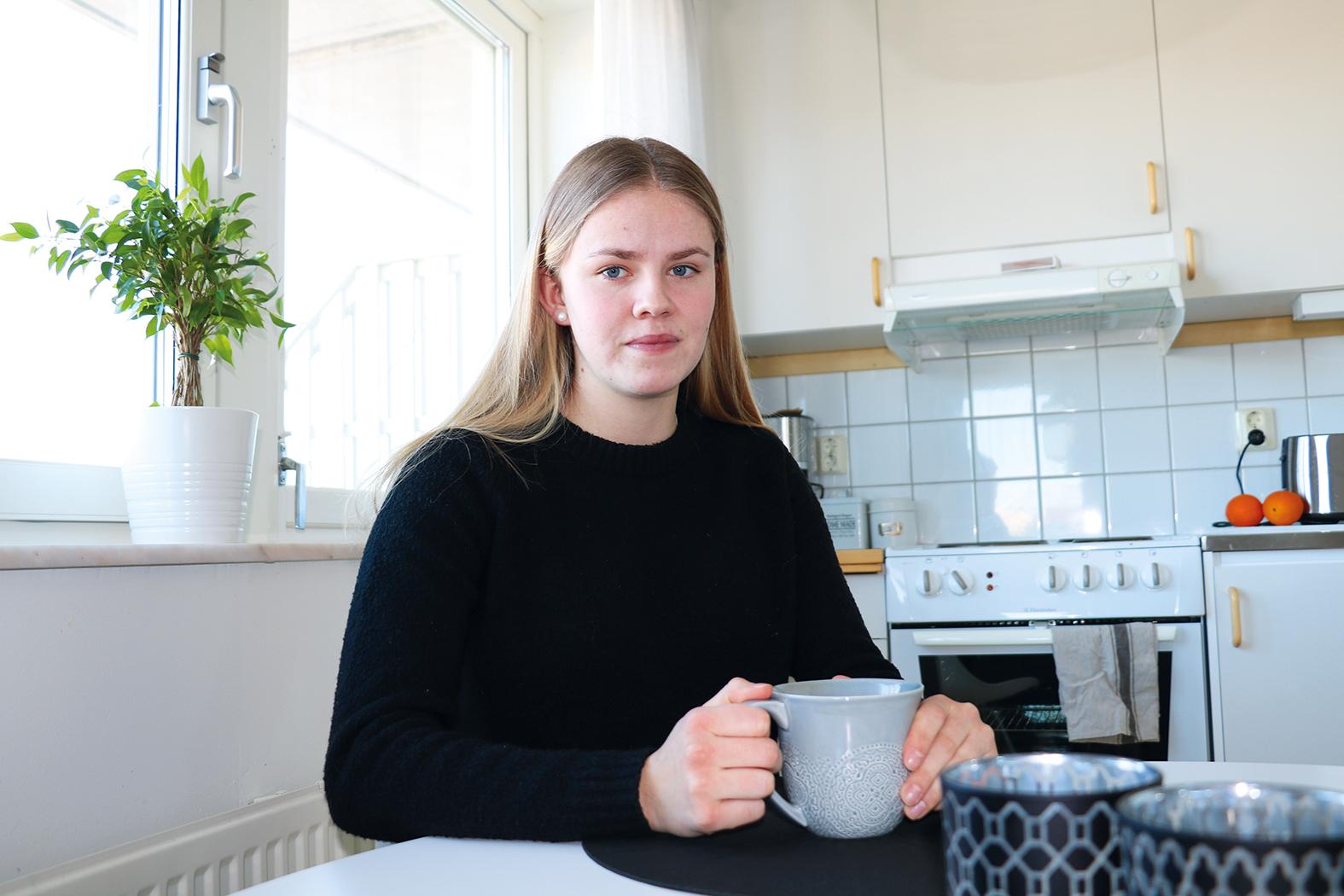 Myra trivs i sitt första egna hem i en av Heimstadens lägenheter.