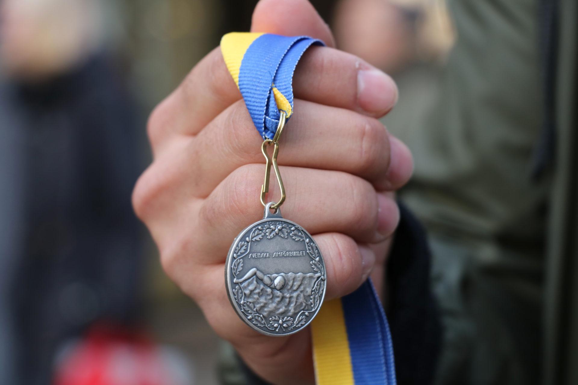 Yahia Mossa har på kort tid nått stora framgångar inom simning. Silvret är en av hans mästerskapsmedaljer och nu siktar han på Paralympics i Tokyo.