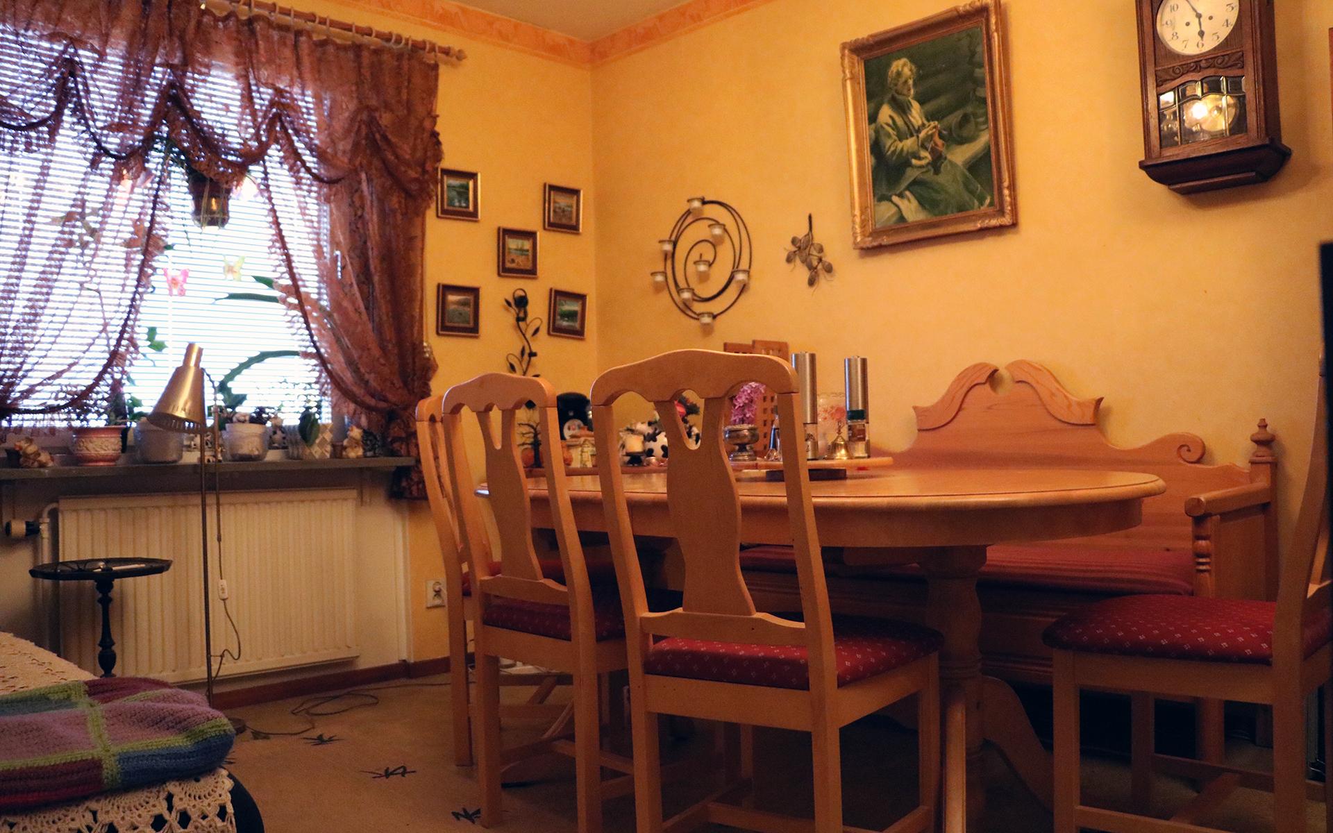 Sedan barnen flyttade ut har lägenheten ett matrum, som passar perfekt när familjen ska samlas.