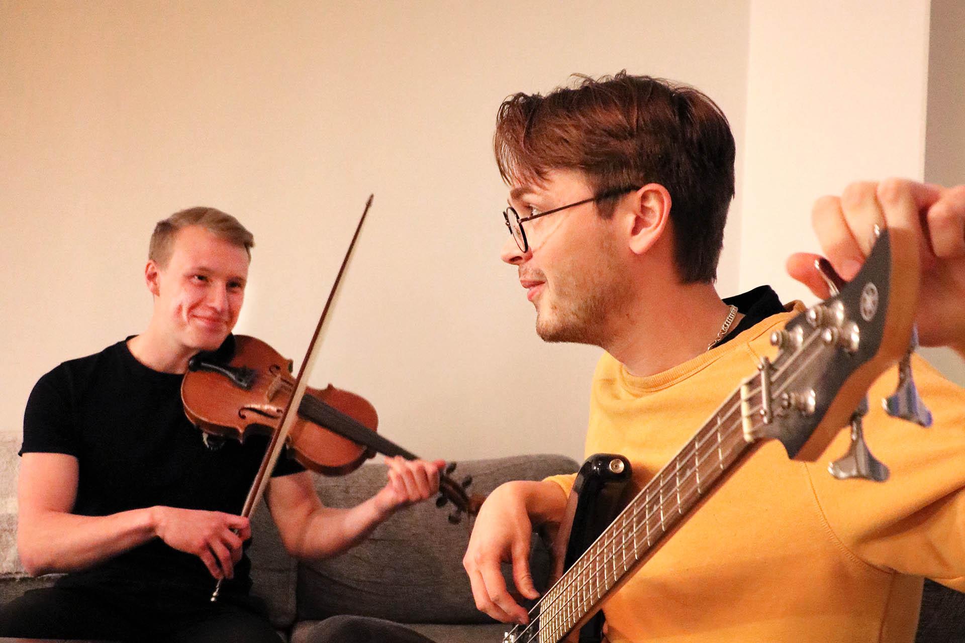 Intresset för musik är en annan sak som Filip och Anders har gemensamt.