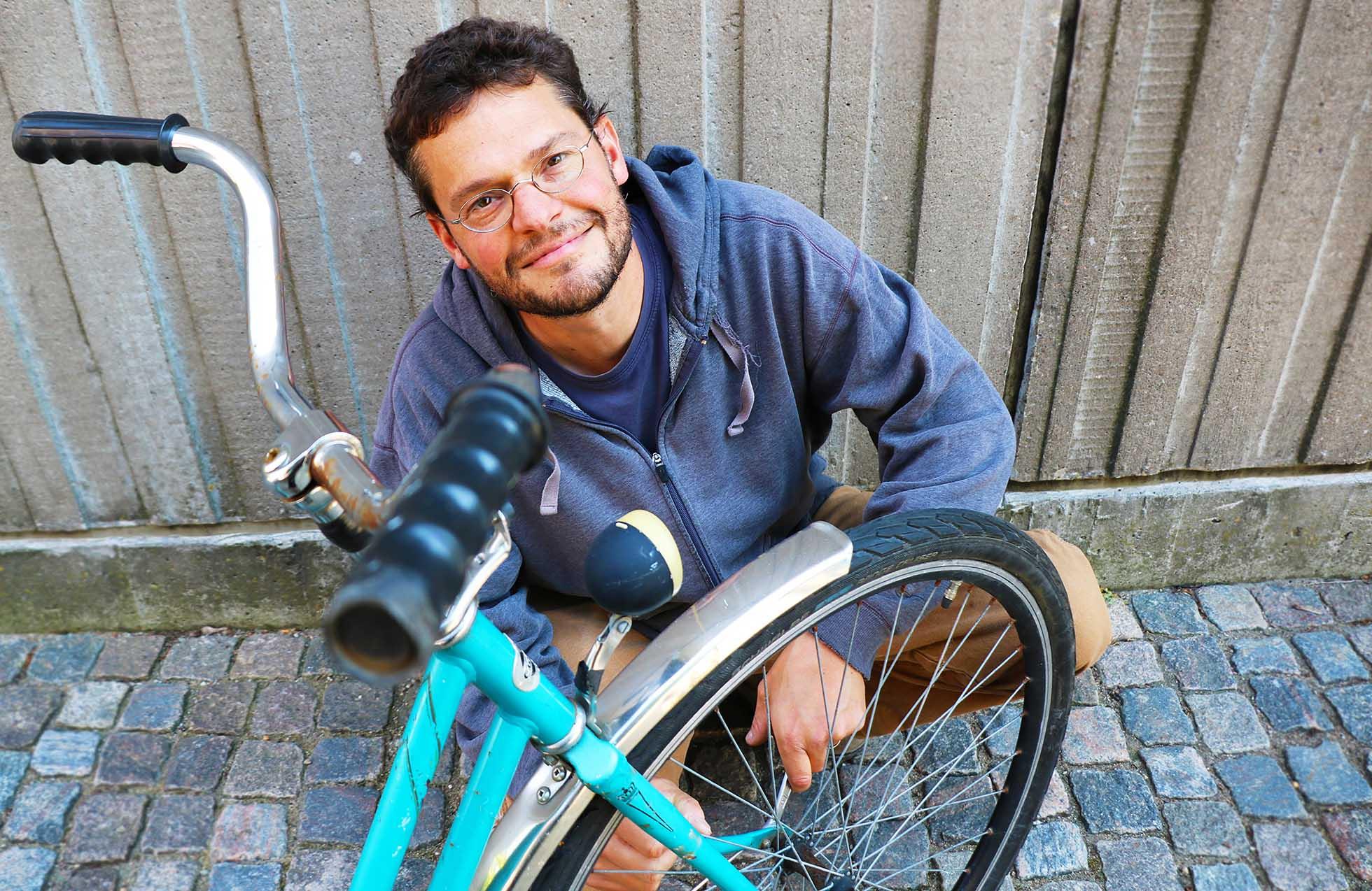 """Johan är känd som """"cykelkillen"""" i hela sitt kvarter."""