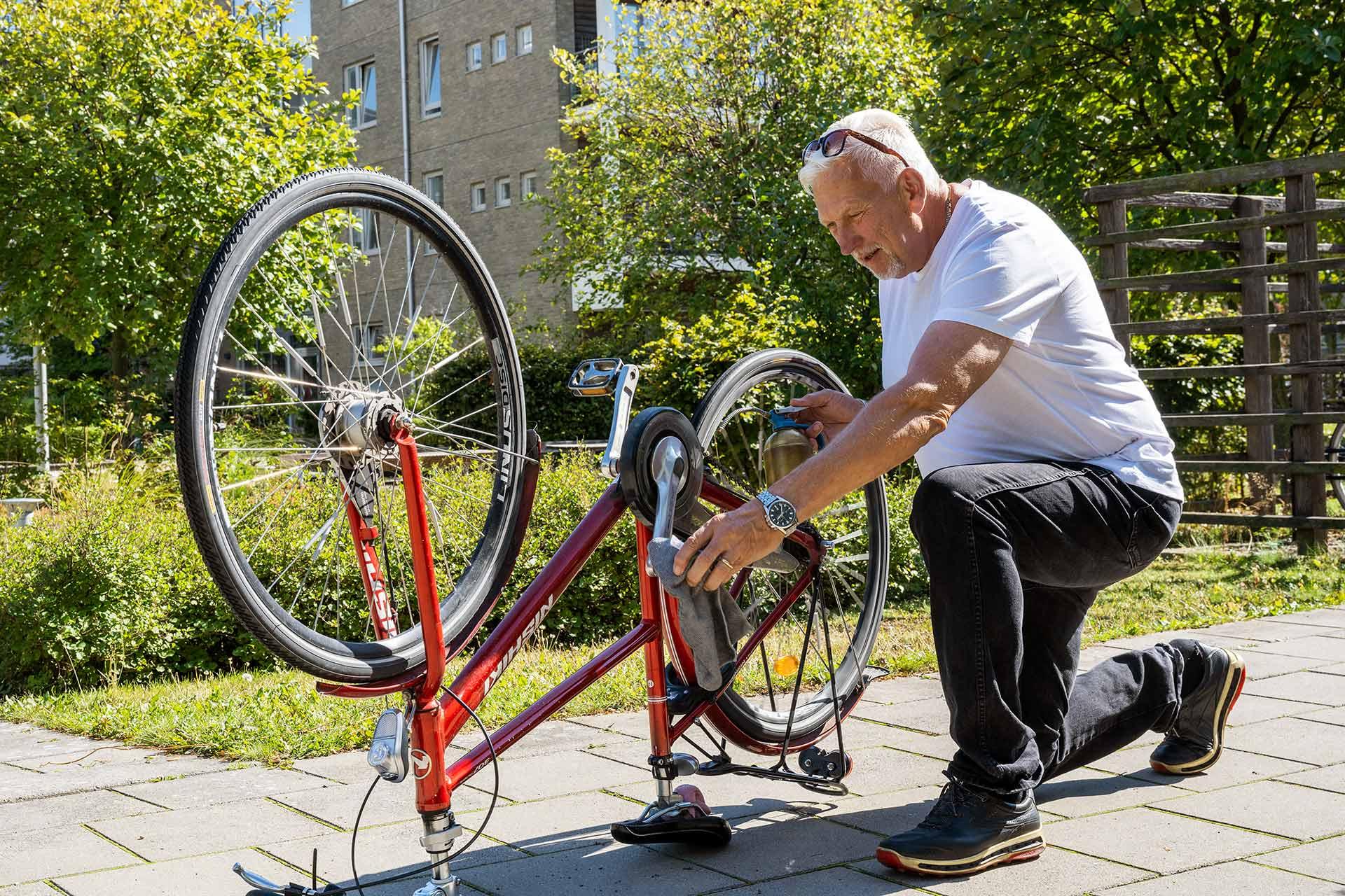 Testa och låt bilen stå i några veckor och ta istället din cykel till jobbet, affären eller aktiviteten. Bra för ekonomin, miljön och hälsan.