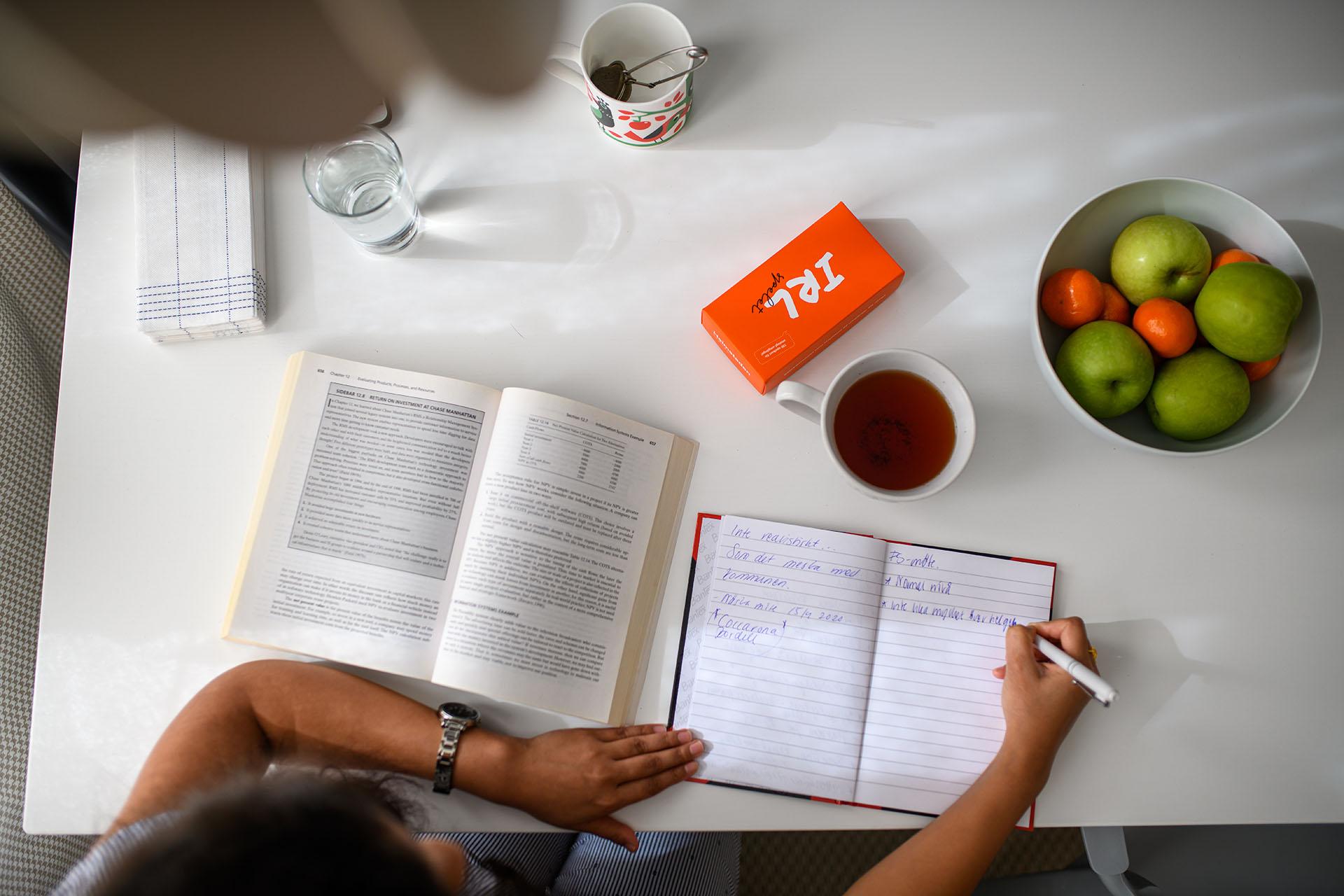 Att plugga hemma kräver nya rutiner och lite mer självdisciplin.
