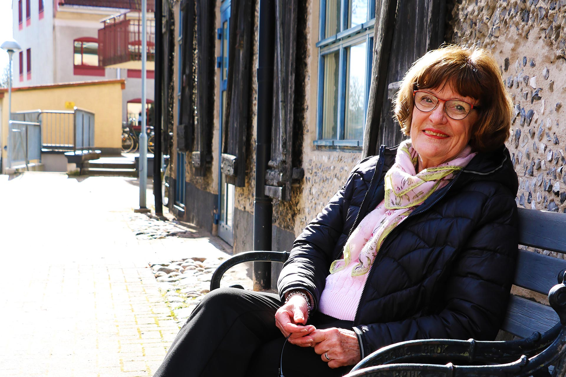 Lizian Kyreus är en väldigt aktiv senior. Kopplar av gör hon bäst på balkongen med historisk utsikt, eller i sin läshörna i vardagsrummet.